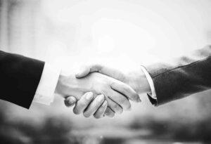 parcerias juridicas e parceria juridica - foto de um aperto de mão